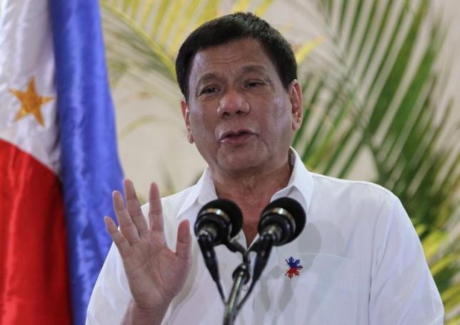 11月23日、フィリピンのドゥテルテ大統領は、汚職や保護主義に対抗するため、エネルギーや電力、通信といった分野で規制改革を行い、新興企業の参入を促進する考えを表明した。写真はダバオで撮影(2016年 ロイター/Lean Daval Jr)
